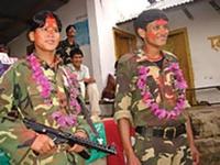 Heirat im Stil der Maoisten in Nepal