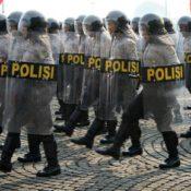polizeiparade-auf-dem-monas-square-jakarta-1-juli-2008-c-amnesty-international-4d